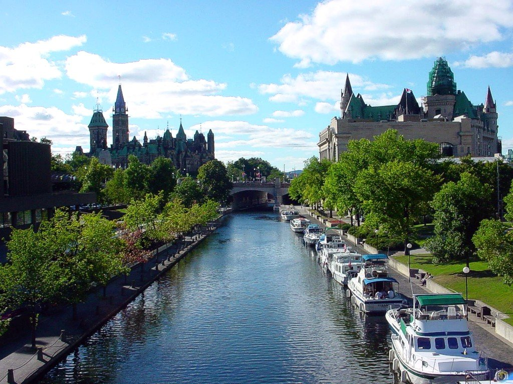 31 majestic photos of rideau canal in canada boomsbeat. Black Bedroom Furniture Sets. Home Design Ideas
